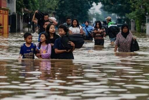 alluvioni in indonesia provocano oltre 100 morti
